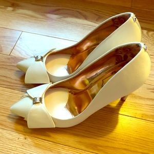 Ted Baker Asellys Pump in Ivory